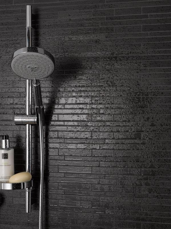 Dusche Fliesen Dicht : Auf veredelten Wandfliesen in der Dusche bilden sich keine bleibende