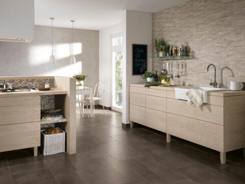 Fliesen verbinden Küche und Esszimmer