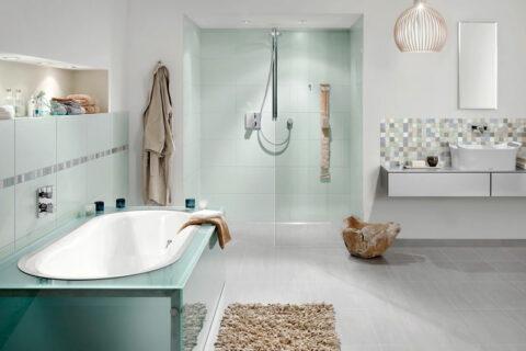 Badezimmer mit Fliesen von Kerateam in mint