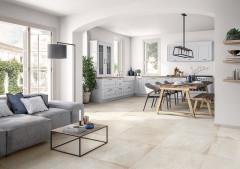 Ideale Kombination: Fliesen in Natursteinoptik passen perfekt zum klassischen Landhausstil.