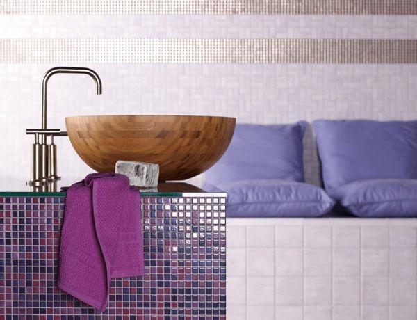 Farbenfrohe Mosaikfliesen verwandeln da heimische Bad in eine Wohlfühl-Oase.