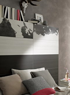 Dekorfliese in Felloptik im Schlafzimmer