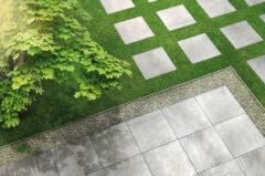 Outdoor-Fliesen in Anthrazit auf der Terrasse und dem Rasen verlegt