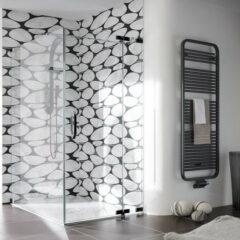 Kontrastreiche Fliesen in Schwarz und Weiß für das Badezimmer