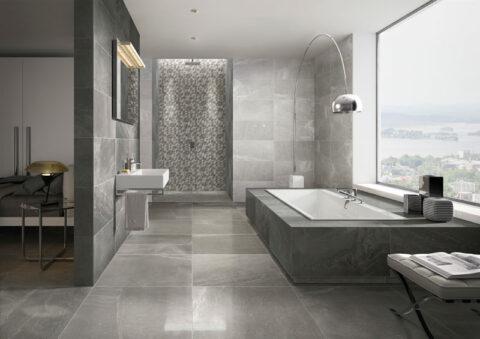 Urbanes Bad mit großformatigen anthrazitfarbenen Fliesen an Wand und Boden
