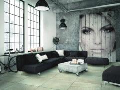 Wohnzimmer im Loftstil mit großformatigen Fliesen in Betonoptik