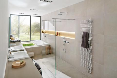 Keramische Natursteinoptik fürs heimische Bad