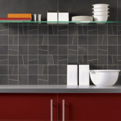 Hochwertiger Look für die Küche: Fliesenspiegel in Natursteinoptik