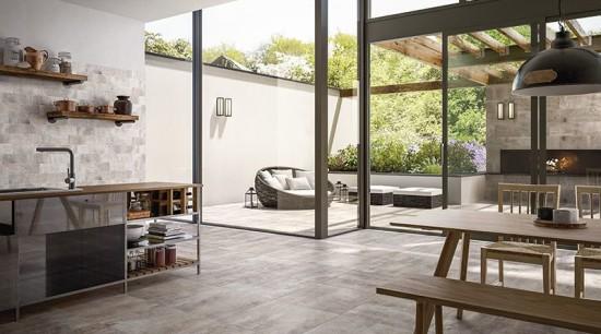 Landhausstil für die Küche: Einheitlicher Fliesen-Look vom Boden bis zum Fliesenspiegel