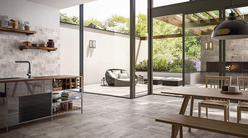 Landhausstil Für Die Küche: Einheitlicher Fliesen Look Vom Boden Bis Zum  Fliesenspiegel