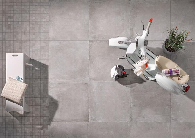 Perfekter Stilmix für die Terrasse: Die Cotto-Optik der Outdoor-Fliesen wurde mit dem Zement-Look kombiniert.