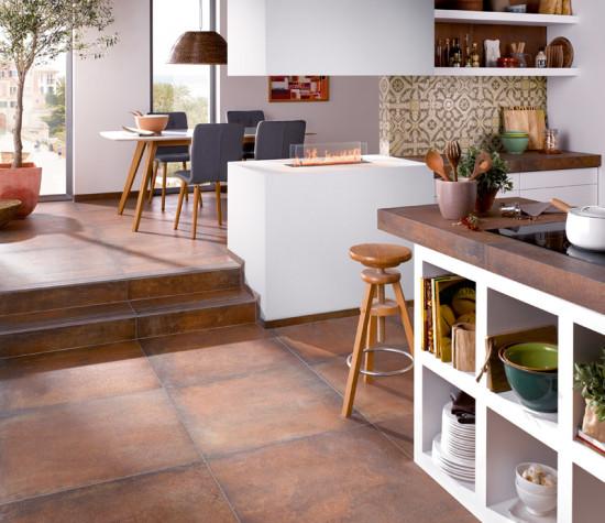 """Den traditionellen Cottolook neu interpretiert: Das warme Erdrot der Serie """"Terre"""" bringt Behaglichkeit in Ihre Küche. © Deutsche Fliese / Steuler"""
