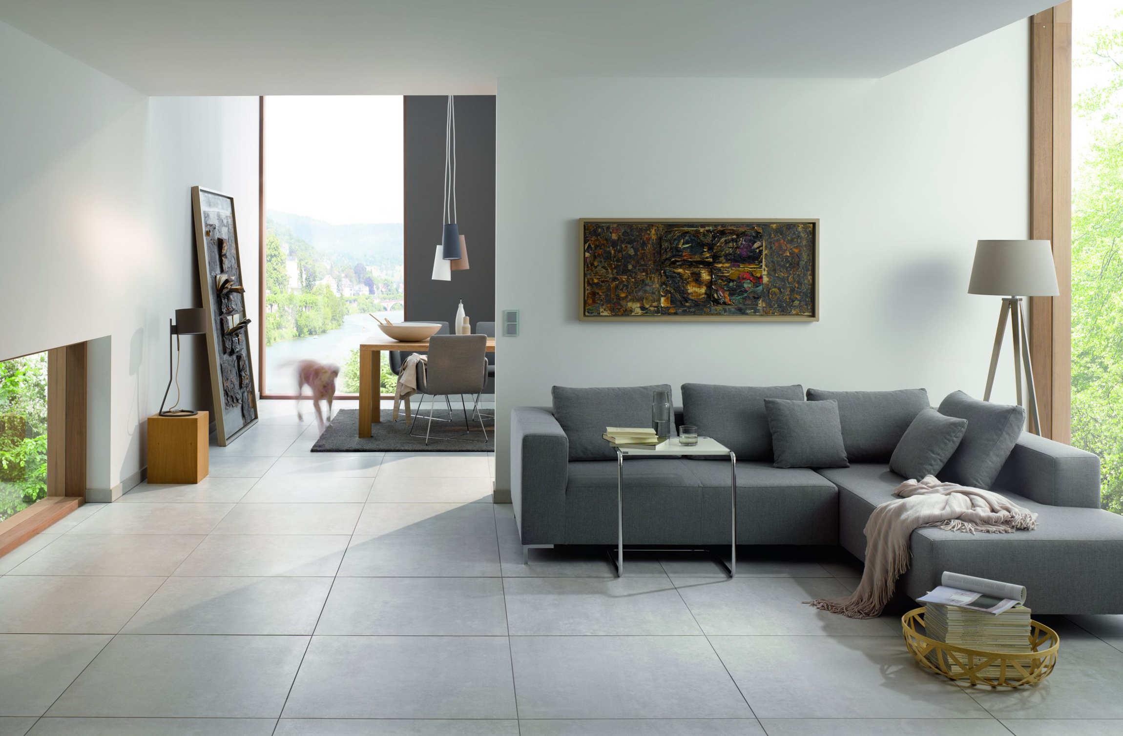 Wohnzimmer: Wohngesunder Bodenbelag aus Fliesen
